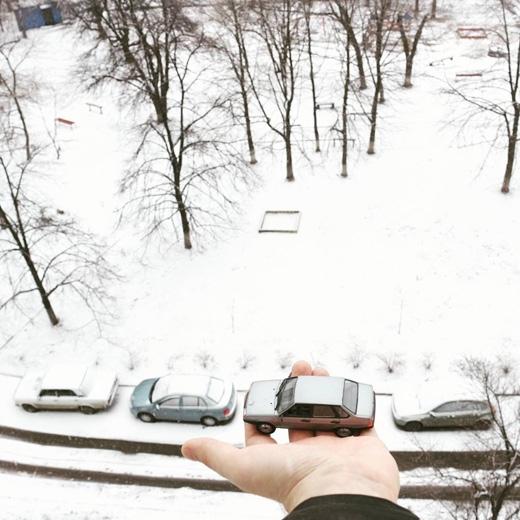 Không có xe, mượn tạm xe hàng xóm (Ảnh: ivan_ponomarenko)
