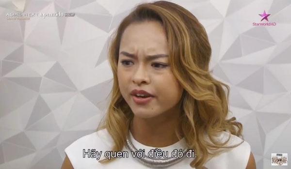 Nữ người mẫu tỏ thái độ bất bình với nhận xét của các thí sinh. - Tin sao Viet - Tin tuc sao Viet - Scandal sao Viet - Tin tuc cua Sao - Tin cua Sao