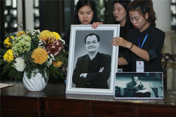 Nghẹn ngào khoảnh khắc tiễn biệt nhạc sĩ Thanh Tùng - Tin sao Viet - Tin tuc sao Viet - Scandal sao Viet - Tin tuc cua Sao - Tin cua Sao