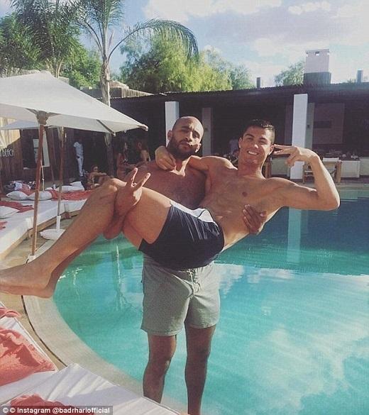 Ronaldo mua nhà tặng bạn trai. (Ảnh: Instagram)