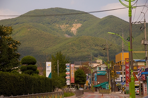 Thành phố nhỏ dưới chân núi Taebaek. (Ảnh: Internet)