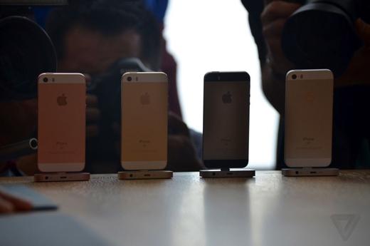 4 màu của iPhone SE. (Ảnh: The Verge)