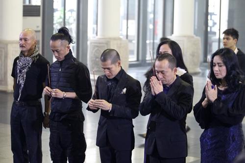 Thanh Lam, Quốc Trung cùng đồng nghiệp tới thắp nén hương cho nhạc sĩ Thanh Tùng. - Tin sao Viet - Tin tuc sao Viet - Scandal sao Viet - Tin tuc cua Sao - Tin cua Sao