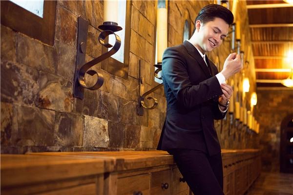 Sau khi đám cưới diễn ra, Nam Cường đã nhận được nhiều lời yêu cầu của khán giả về việc thu âm và quay MV cho ca khúc này. Nhưng ít ai biết được, MV Lấy Anh Đi đã được nam ca sĩ âm thầm thực hiện từ trước đó. - Tin sao Viet - Tin tuc sao Viet - Scandal sao Viet - Tin tuc cua Sao - Tin cua Sao