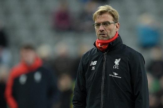 HLV Jurgen Klopp đang chán nản với hàng phòng thủ của mình. (Ảnh: Standard.co.uk)