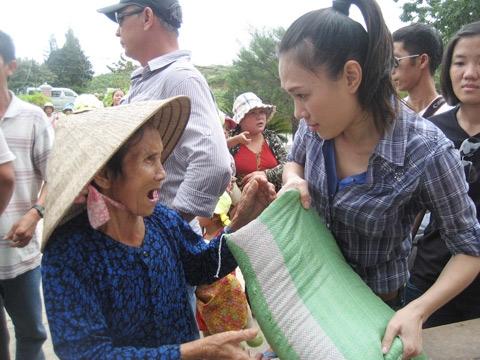Những câu chuyện sống đẹp của sao Việt tỏa sáng giữa đời thường - Tin sao Viet - Tin tuc sao Viet - Scandal sao Viet - Tin tuc cua Sao - Tin cua Sao