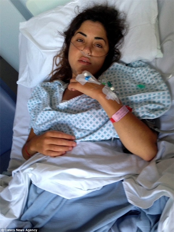May mắn không phải xạ trị hay hóa trị, Ellie được cắt bỏ khối u và vẫn đang hồi phục sức khỏe để tiếp tục học tập và làm việc. (Ảnh: Internet)