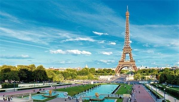 4. Paris, Pháp: Vụ tấn công khủng bố không ảnh hưởng nhiều tới lượng khách đến đây. Thành phố tình yêu đã tăng 5 bậc so với năm 2015. Kinh đô ánh sáng sẽ đem lại cho du khách những trải nghiệm văn hóa và ẩm thực khó quên. Ảnh: Thomascook.