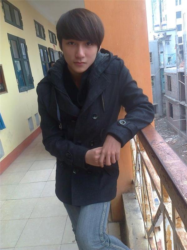 Thậm chí từ khi còn ngồi trên ghế nhà trường (năm 2011), Sơn Tùng đã có những bộ trang phục được phối khá bắt mắt.