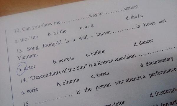 Có thể thấy, có tận 2 câu hỏi liên quan đến bộ phim này nhưng đều khá dễ dàng đối với học sinh. (Ảnh: Internet)