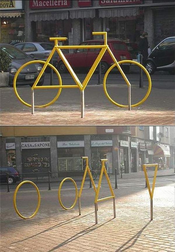 Một chiếc xe đạp trên phố.