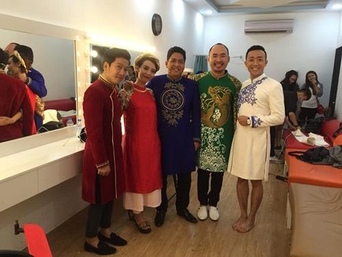 Và thực tế... không như mơ của Trấn Thành khi quyết diện áo dài theo cách riêng và tự tin về chiều cao với chân trần. (Ảnh: Internet) - Tin sao Viet - Tin tuc sao Viet - Scandal sao Viet - Tin tuc cua Sao - Tin cua Sao