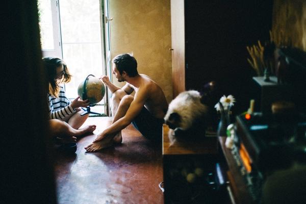 Hãy bắt đầu với căn phòng của cặp đôi này với những điều thường ngày...