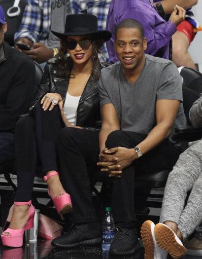 Jay Z cũng sỡ hữu một đôiYeezy 350 Boost Low. (Ảnh: Intenet)