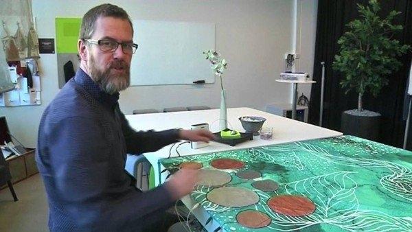 Bí mật của chiếc khăn trải bàn chính là sự kết hợp giữa công nghệ dệt và cảm biến.(Hình: Internet)