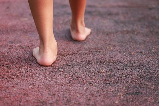 Theo quan niệm, chân bẹt là bàn chân sướng. (Ảnh: Internet)