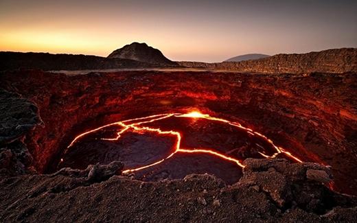 Hồ dung nham của ngọn núi lửa đang hoạt động liên tục Erta Ale, Ethiopia. (Ảnh: Internet)