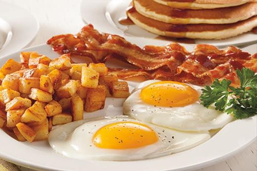 Bữa sáng thịnh soạntăng gánh nặng cho dạ dày đồng thời dẫn tới nguy cơ béo phì.(Ảnh: Internet)