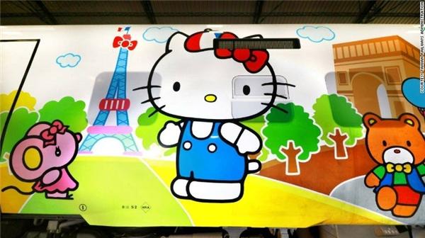 Ngoài ra còn có hình vẽ Kitty đang đứng trước tháp Eiffel nữa. (Ảnh: Internet)