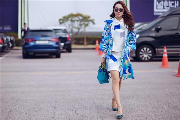 Minh Hằng đã dành trọn vẹn một tuầnđể tới Seoul tham dự tuần thời trang thu đông 2016 với tư cách khách mời.