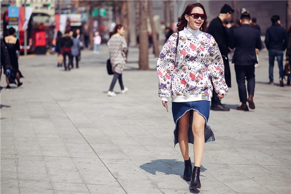 Minh Hằng thả dáng sang chảnh tung tăng dạo phố Seoul