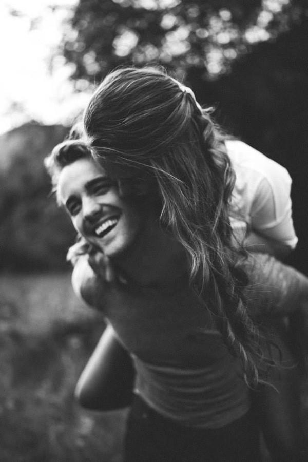 Yêu một người trưởng thành, là khi muốn tìm đến bờ vai của một người đàn ông đủ chững chạc. (Hình: Internet)