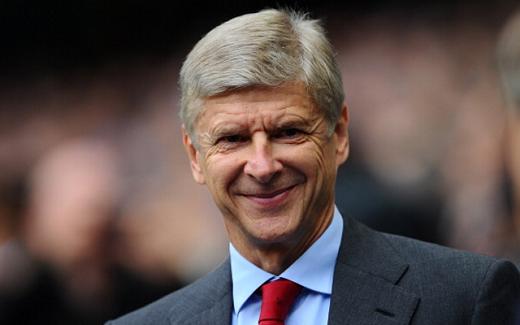 HLV Wenger sẽ tiếp tục gắn bó với sân Emirates ở mùa giải năm sau. (Ảnh: Internet)