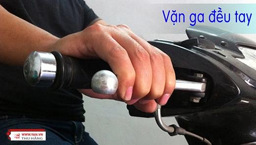 ...và tất nhiên là khi di chuyển, bạn nên để đều tay ga. Việc ổn định tay ga sẽ rất tiết kiệm nhiên liệu đấy.