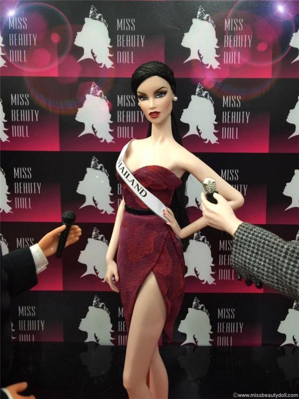Đại diện chủ nhà Thái Lan với chiều cao cùng sắc vóc ấn tượng.