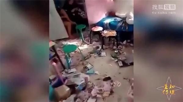 Hãi hùng cảnh tượng ký túc xá bẩn của nữ sinh Trung Quốc