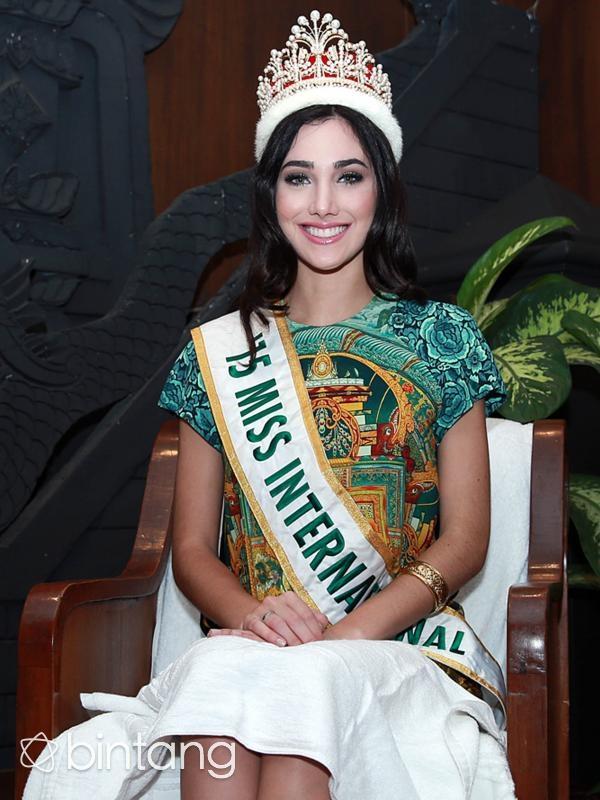 """Xếp thứ ba là Hoa hậu Quốc tế 2015Edymar Martinez- người gần nhưđược khán giả tin tưởngđạtđược danh hiệu này. Côđược mệnh danh là """"Hoa hậu có vẻđẹp vượt thời gian""""."""