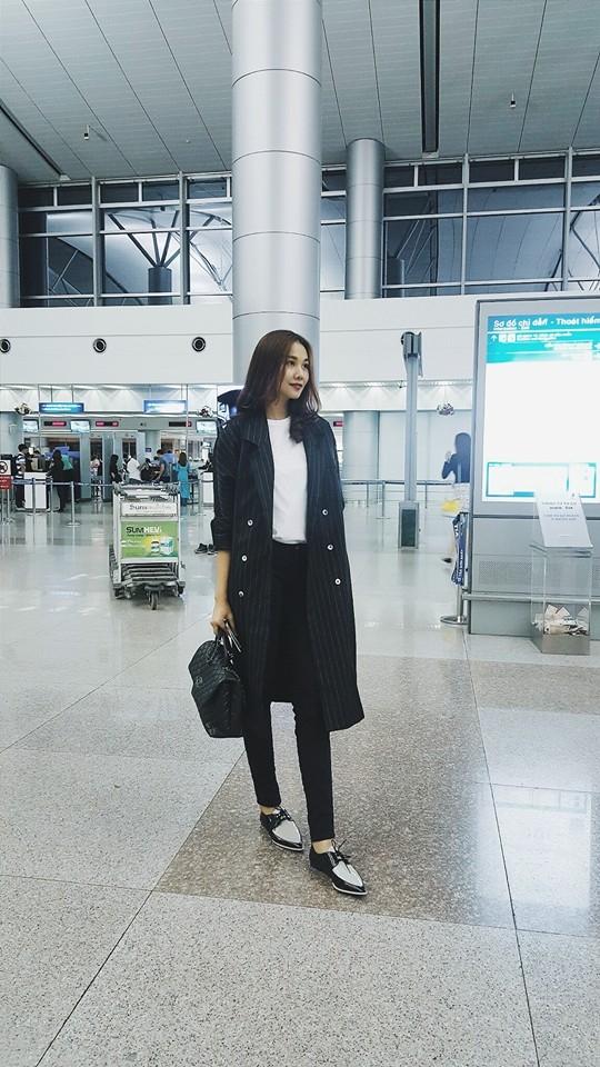 Hai tông màu trắng, đen kinh điển cũng là lựa chọn của Thanh Hằng với cách phối trang phục cá tính, mạnh mẽ mang màu sắc của phong cách manswear.
