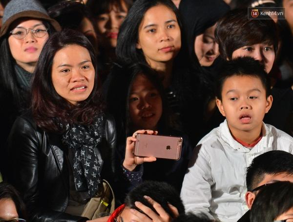 Chị Hoa - vợ Trần Lập cùng 2 con ghi lại khoảnh khắc đáng nhớ khi nghe lại những ca khúc của chồng - Tin sao Viet - Tin tuc sao Viet - Scandal sao Viet - Tin tuc cua Sao - Tin cua Sao