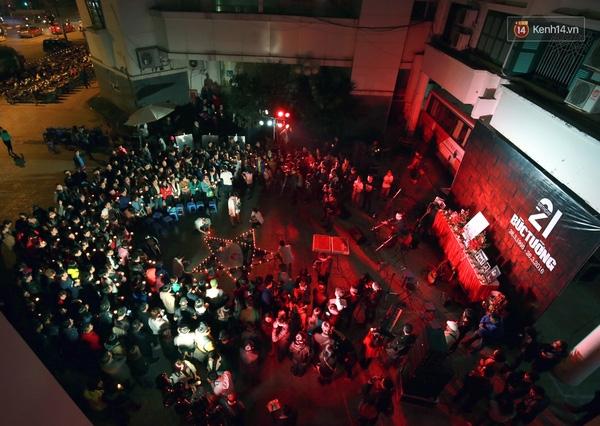 Khán giả có mặt chật kín sân Nhà hát Âu Cơ - Tin sao Viet - Tin tuc sao Viet - Scandal sao Viet - Tin tuc cua Sao - Tin cua Sao
