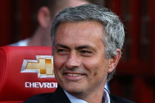 Mourinho đã thể hiện quyền lực của mình ngay từ đầu. (Ảnh: Internet)