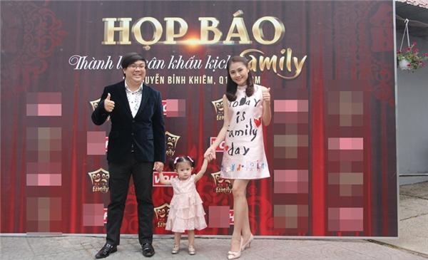 Vợ chồng diễn viên Gia Bảo và con gái. - Tin sao Viet - Tin tuc sao Viet - Scandal sao Viet - Tin tuc cua Sao - Tin cua Sao