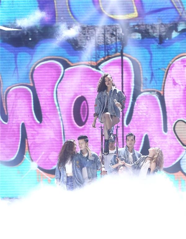 Maya đã trình diễn ca khúc Wow trong đêm Gala. - Tin sao Viet - Tin tuc sao Viet - Scandal sao Viet - Tin tuc cua Sao - Tin cua Sao