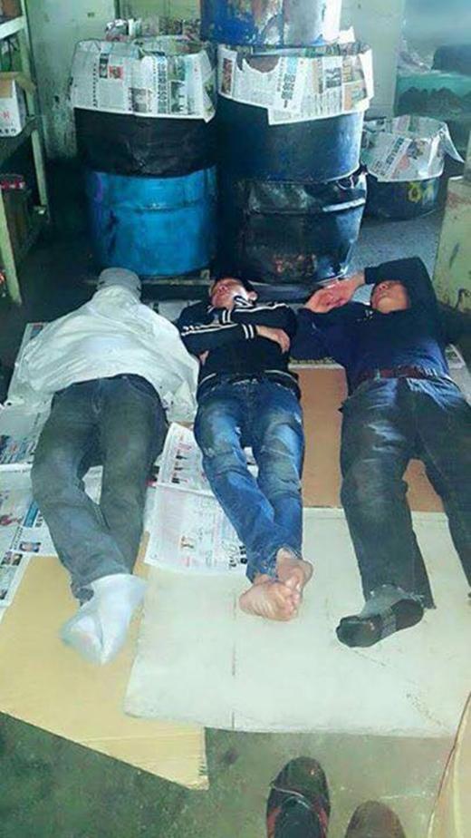 Giấc ngủ trưa tạm bợ của những người lao động xa nhà