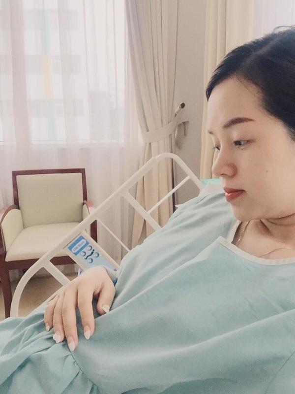 Khánh Ly phải nhập viện vì làm việc quá sức.