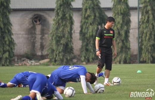 HLV Nguyễn Hữu Thắng phải đối diện với nhiều áp lực khi dẫn dắt ĐT Việt Nam. (Ảnh: Nhật Minh)