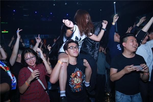 """Dàn sao nhà Hardwell """"cháy"""" hết mình cùng khán giả Hà Nội"""