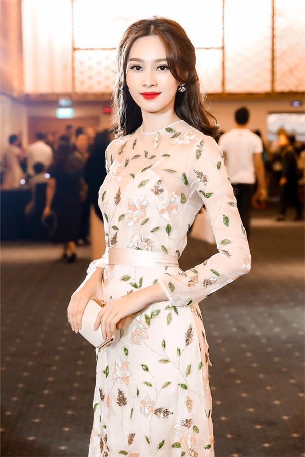 Đặng Thu Thảo, Phạm Hương đọ sắc với phong cách tương phản