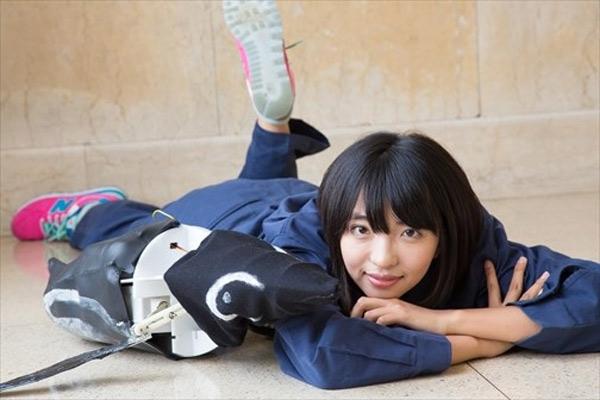 Nao Kondo bên 'đứa con tinh thần' đầu tay của mình - robot Morupen!