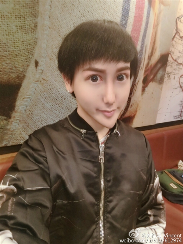 Hình ảnh Lưu Tử Thầnvới khuôn mặt rắn quái dị.(Ảnh: Weibo)