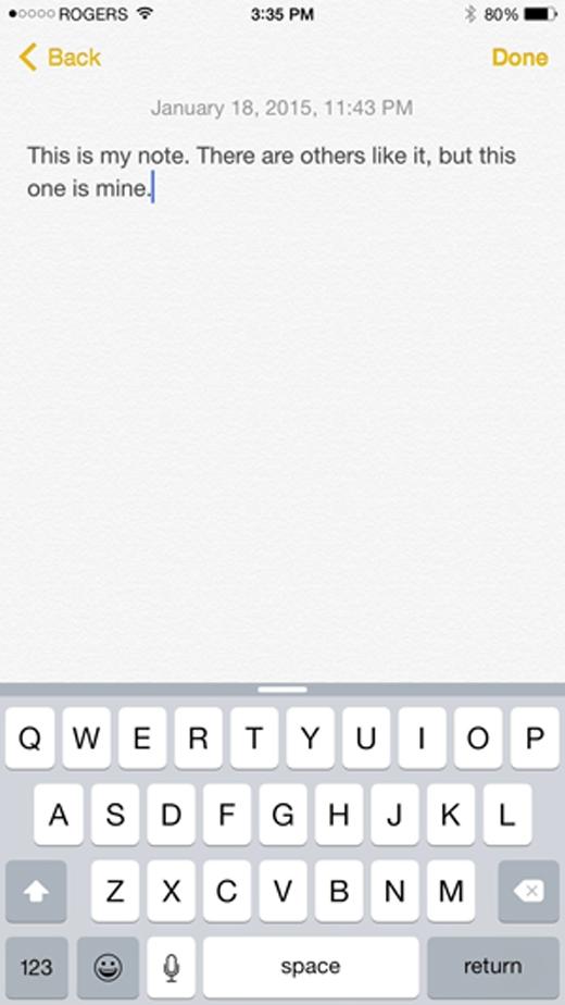 Chạm vào QuickType và thực hiện thao tác kéo xuống để ẩn nó đi nếu bạn thấy nó quá chiếm diện tích.(Ảnh: Internet)