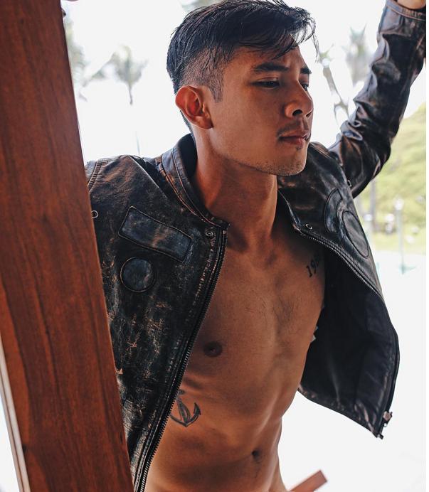 Trên trang Instagram, nam diễn viên liên tục khoe những hình ảnh từ hấp dẫn,quyến rũ đến nhạy cảm khiến người xem nóng mắt. - Tin sao Viet - Tin tuc sao Viet - Scandal sao Viet - Tin tuc cua Sao - Tin cua Sao