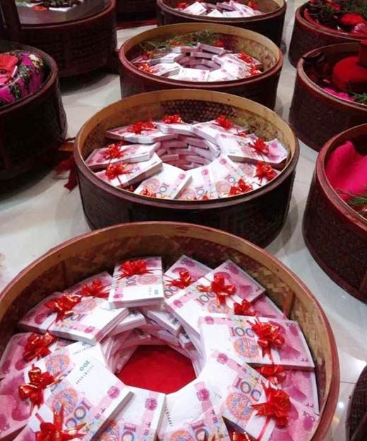 """Gia đình Chu Khẩu đồng ý song """"thách"""" cưới tới 100.000 NDT (530 triệu VNĐ). (Ảnh: Internet)"""