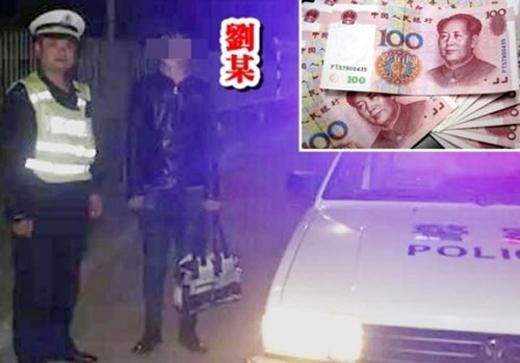 """Cha Chu Khẩu đã lái xe đưa """"chàng rể nghèo"""" lên thẳng đường cao tốc cách nhà 50 km và """"vứt"""" chàng ở đó. (Ảnh: Internet)"""