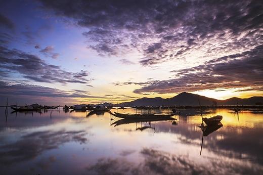 Vẻ đẹp ảo diệu của phá Tam Giang từ lúc bình minh đến khi hoàng hôn(Ảnh: Internet)