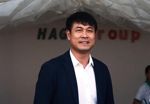 Bầu Đức đặt niềm tin vào tài năng của HLV Nguyễn Hữu Thắng. (Ảnh: Nguyễn Đăng)